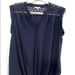Pretty Navy blouse with pretty cutout design. SzM